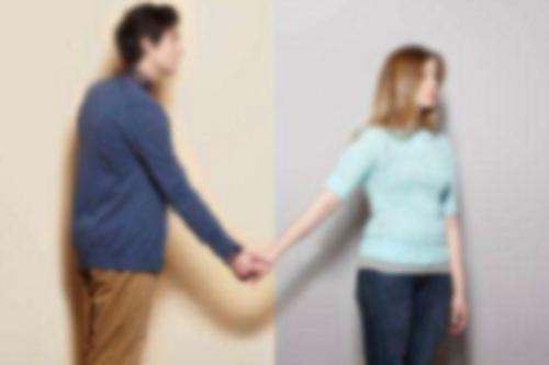老公提出离婚,说谎出差却和小三去旅游