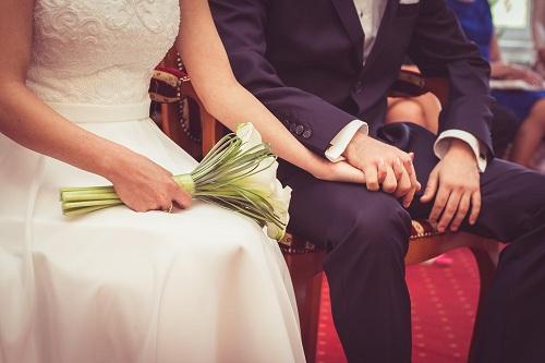 婚姻里女人这样去爱,等于逼老公出轨,又该如何去挽回老公